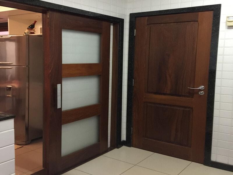 Porta de Madeira da Cozinha
