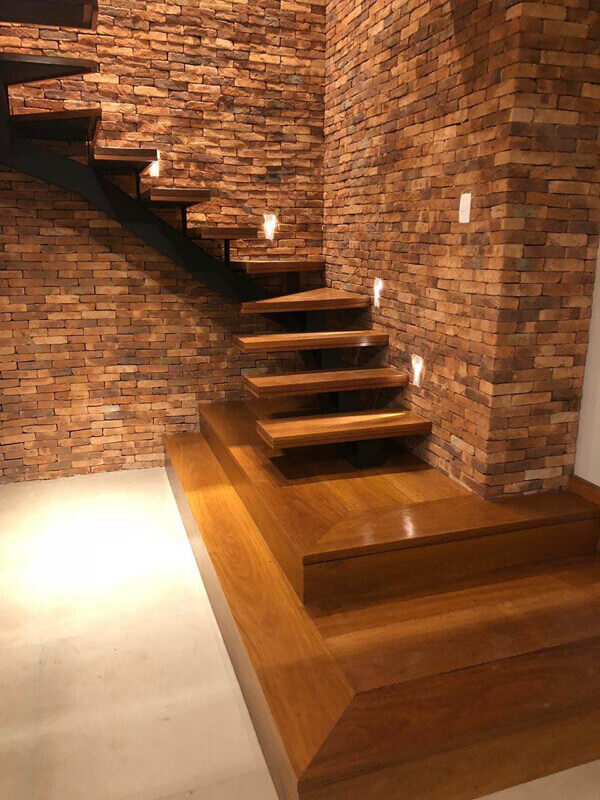 Escada de Madeira em Cons. Lafaiete/MG