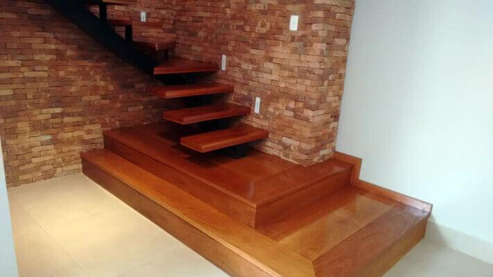 Escada em Madeira Cumaru