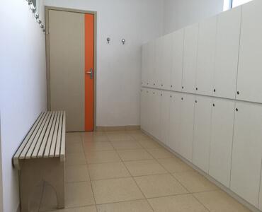 Porta Acústica e Banco de Madeira