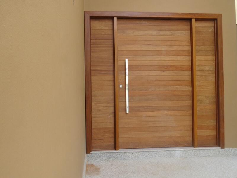 Porta Pivotante Especial em Madeira Cumaru