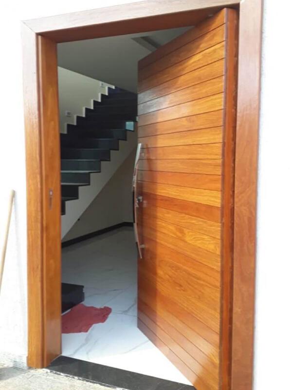 Porta Pivotante Ripada Cumaru