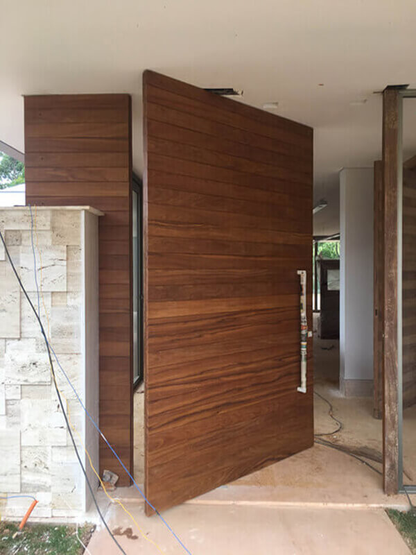 Porta Principal Modelo Ripada com Painel Lateral