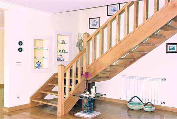Escada de Madeira em Formato L