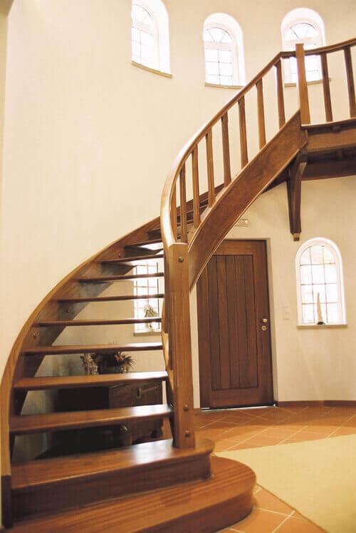 Escada de Madeira Ciruclar
