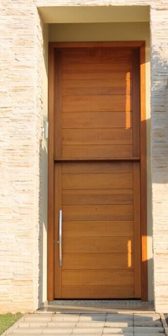 Porta Pivotante com Painel Superior
