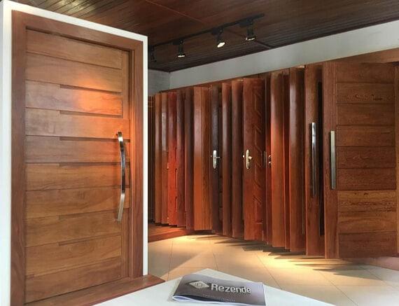 Carpintaria Rezende - Fábrica de portas de madeira maciça