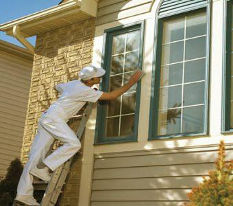 Como pintar janelas de madeira?