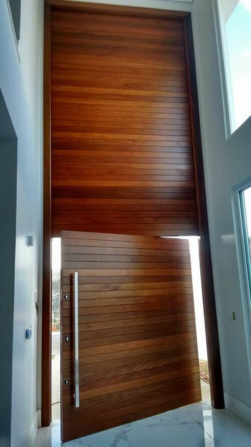 Porta Pivotante Painel com Parte Fixa Superior