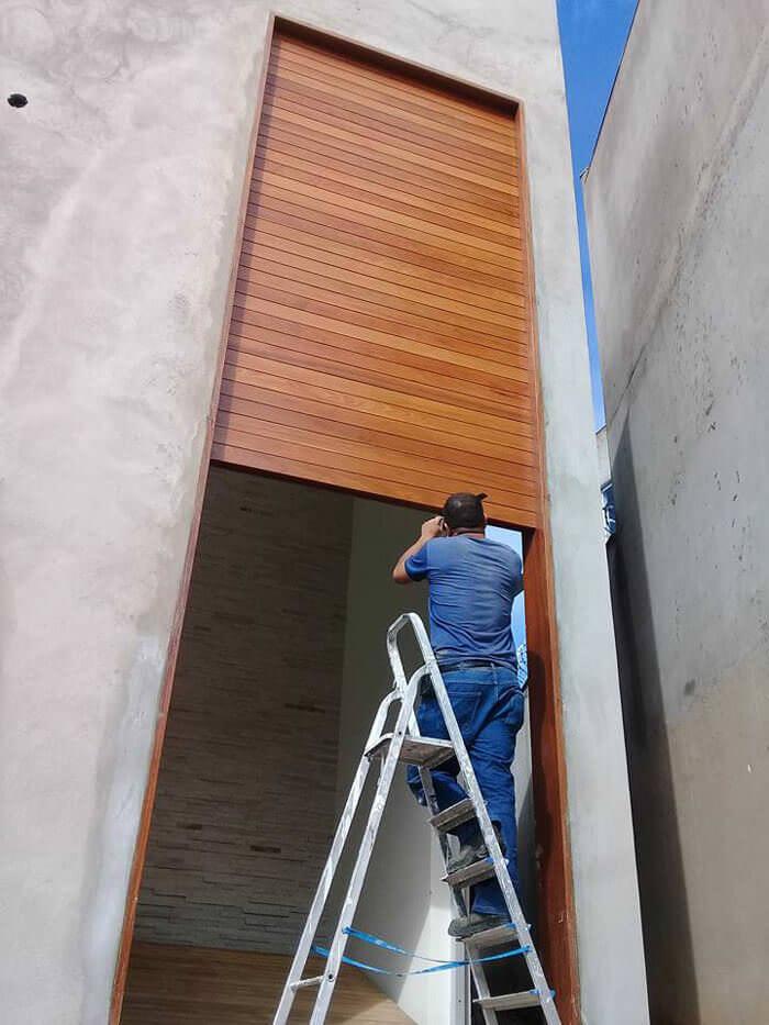 Instalação Porta Alta de Madeira