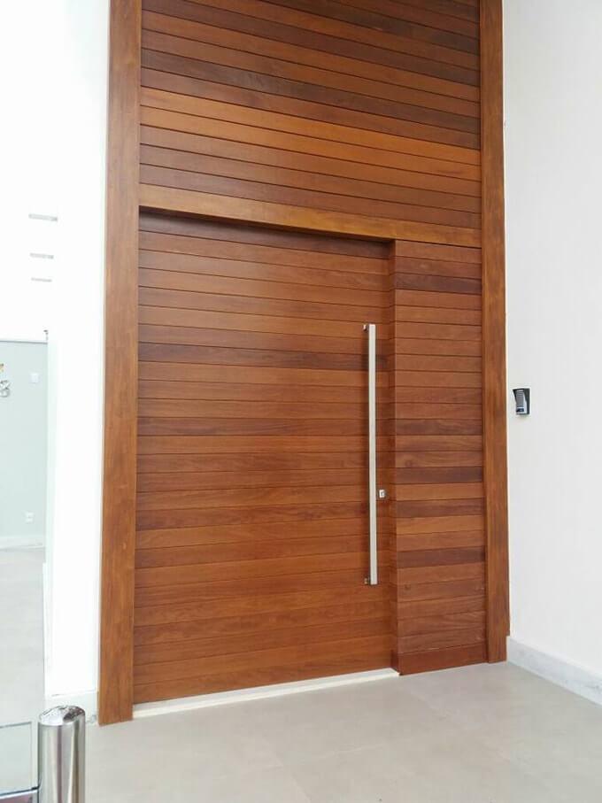Porta Com Painel Superior e Lateral