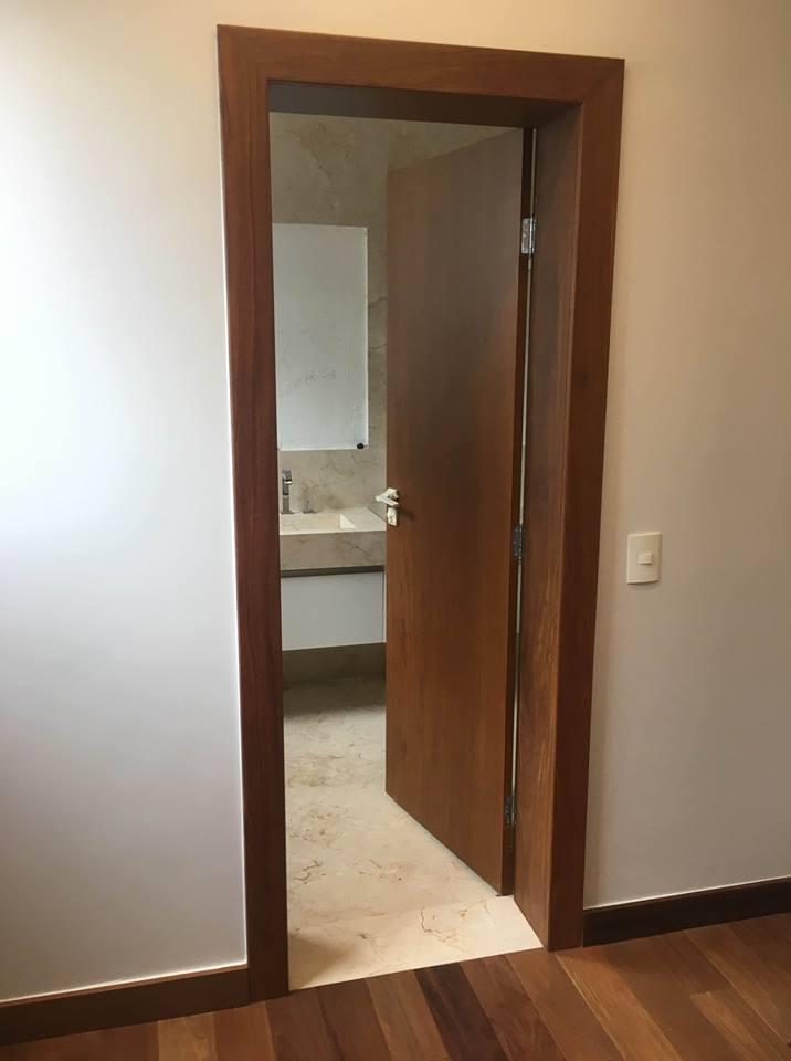 Porta de Abrir no Banheiro