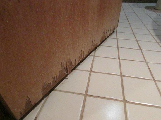 Porta Prancheta Danificada devido a umidade do Banheiro