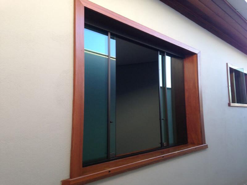Exemplo de um Marco de Janela para Vidro Blindex