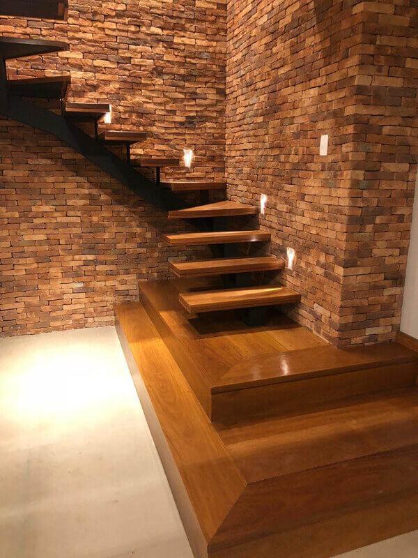 Escada de Madeira com Base