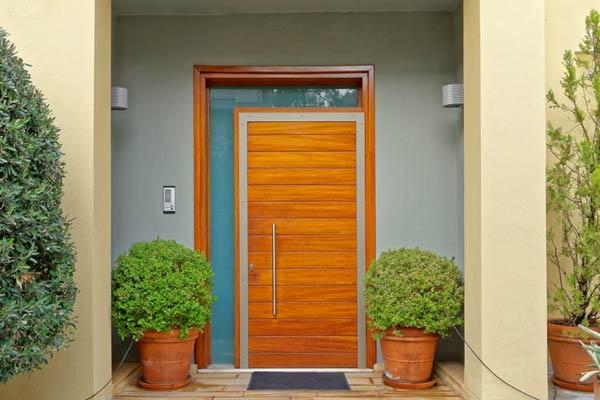 Porta de Entrada com Vidro Lateral