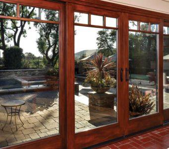 Como personalizar sua porta de madeira com o vidro correto?