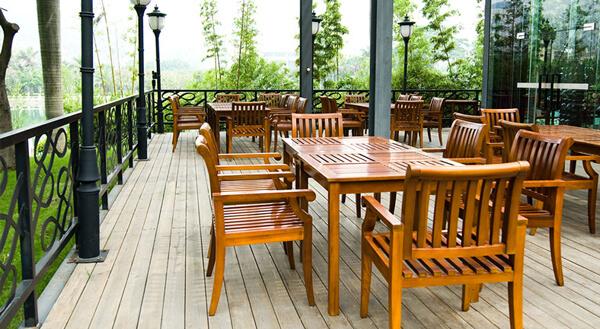 Mesa e Cadeiras de Cedro