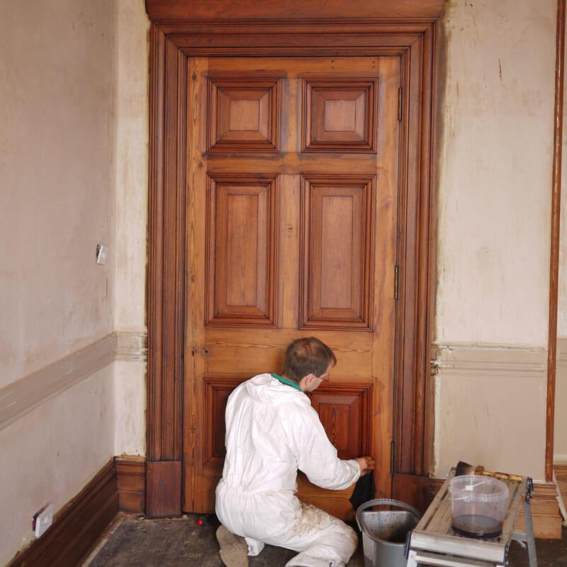 Restauração de Porta Antiga