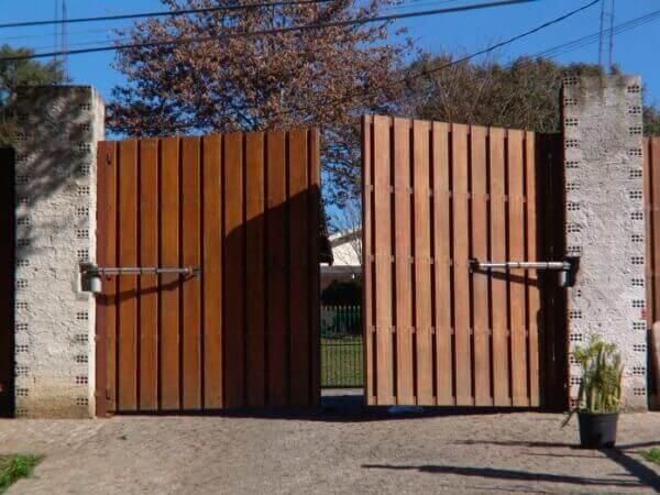 Portão de Madeira Vertical