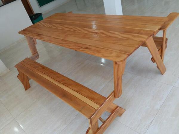Mesa de Madeira Cambará